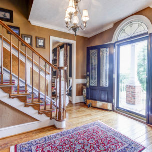 1579 Irving Road - Foyer