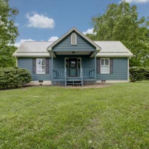 1579 Irving Road - Guest Cottage