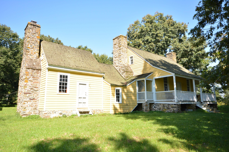 Summerset Farmhouse Exterior