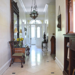 Front Hall - 276 Mount Pleasant Ave