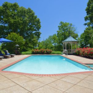 Shimmering Pool - 276 Mount Pleasant Ave
