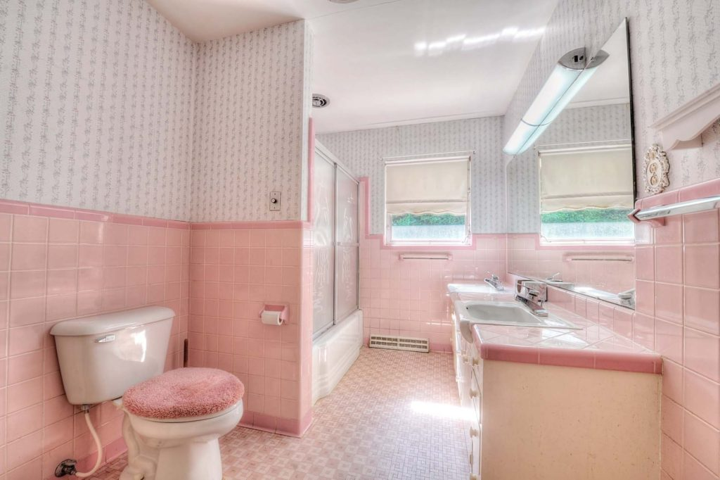 One style of bathroom that would have been in homes sold in 1968.