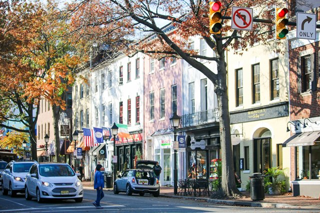 From a small tobacco trading post to a contemporary city, Alexandria, Virginia, offers rich history and stunning architecture. Just miles from Washington D.C., its residents have quick, easy access to the busy city. Old Town Alexandria has an assortment of boutique stores, theaters and antique shops.