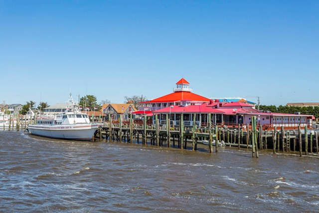 The quaint town of Lewes, Delaware, nestled along the banks of the Delaware Bay is a great beach destination. Lewes attracts thousands of tourists and part-time residents during the summer months, while it's particularly quiet during the off-season. This beach town offers a variety of outdoor fun, including swimming, fishing, sailing, jet skiing and more.
